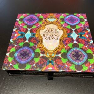 Urban Decay - Alice Eyeshadow Palette